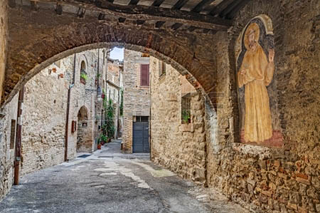 24707138-bevagna-umbria-italy--september-8-medieval-italian-village-picturesque-view-of-an-ancient-narrow-all