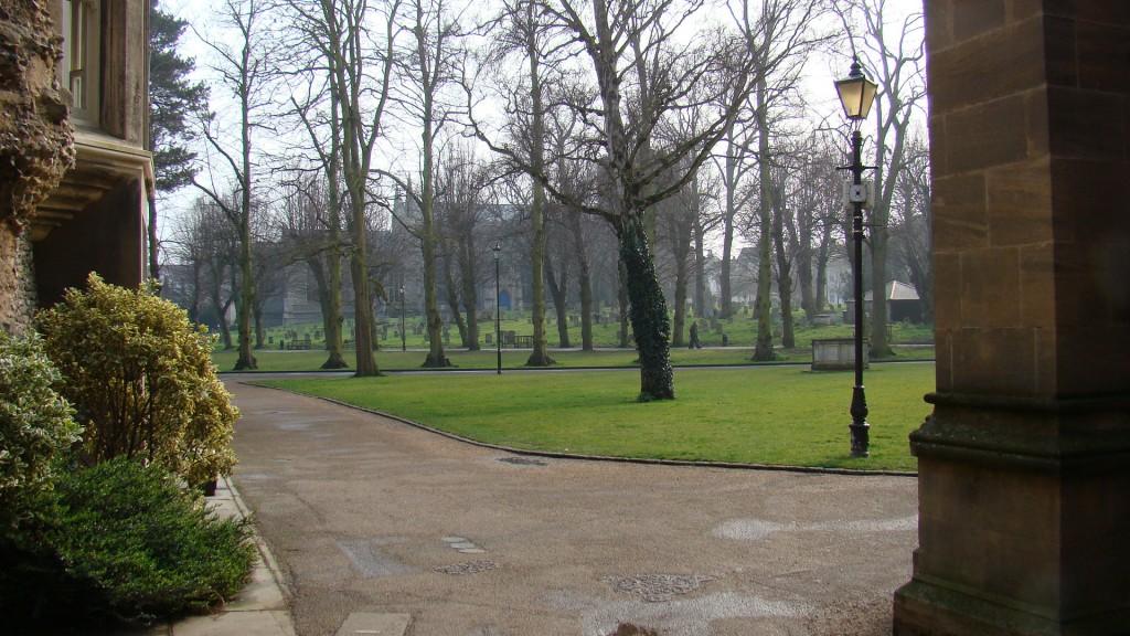 Bury_St_Edmund_cath_gardens