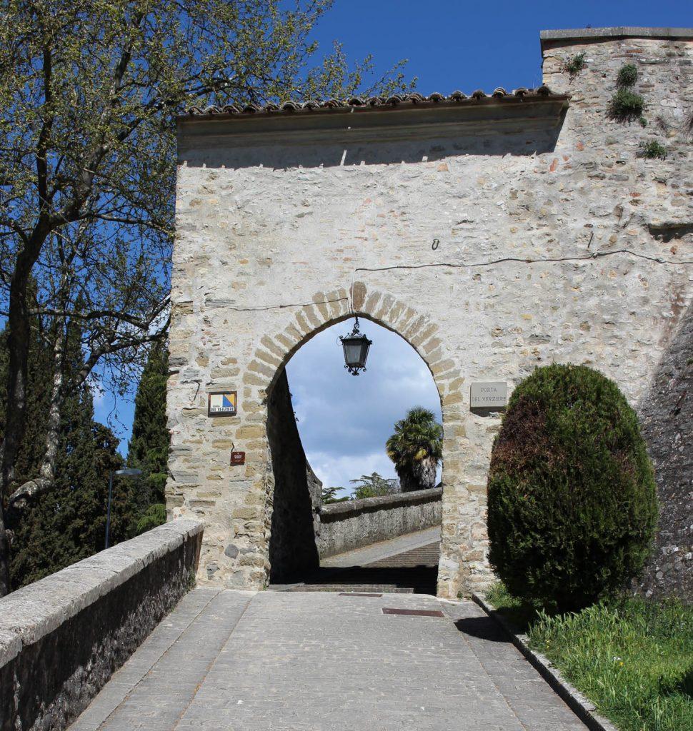 montone_gate