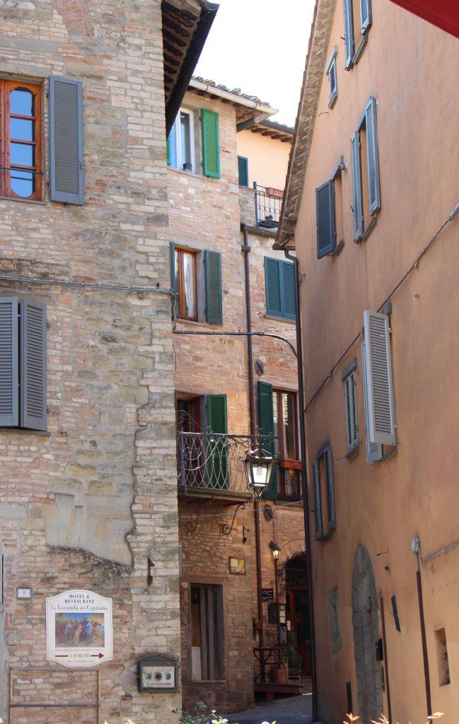 montone_street